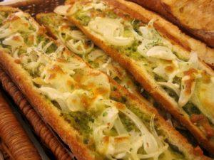 法式洋蔥青醬麵包